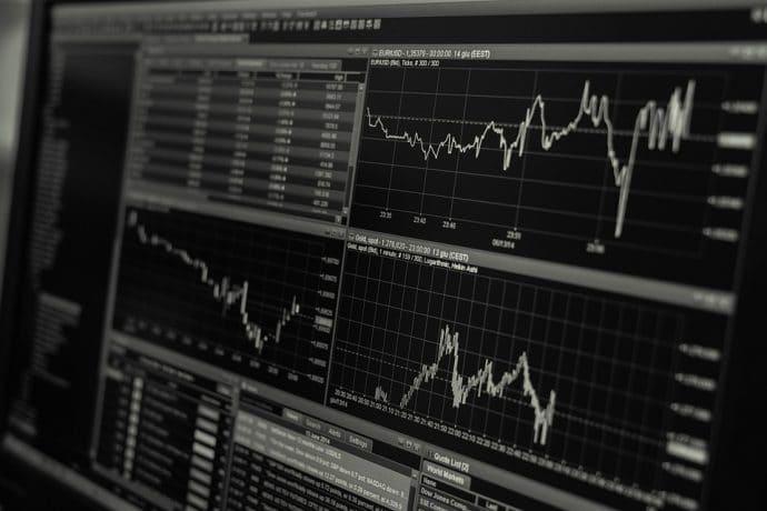 はじめに、顧客/市場の分析を行う